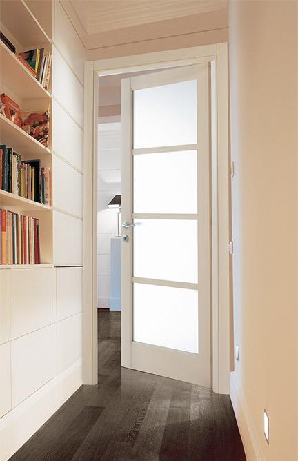 Ταμπλαδωτή Εσωτερική Πόρτα με Τζάμι σε Μπεζ Χρώμα