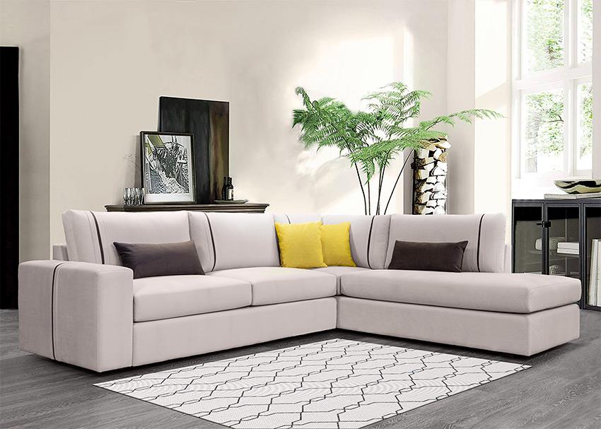 Καναπέσ-γωνια-σε-μπεζ-χρωμα-με-διακοσμητικά-μαξιλαρια