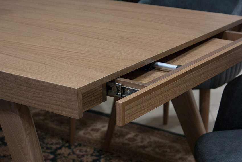 Κοντινή λήψη από ανοιγόμενο τραπέζι Έπιπλο Καπατζά