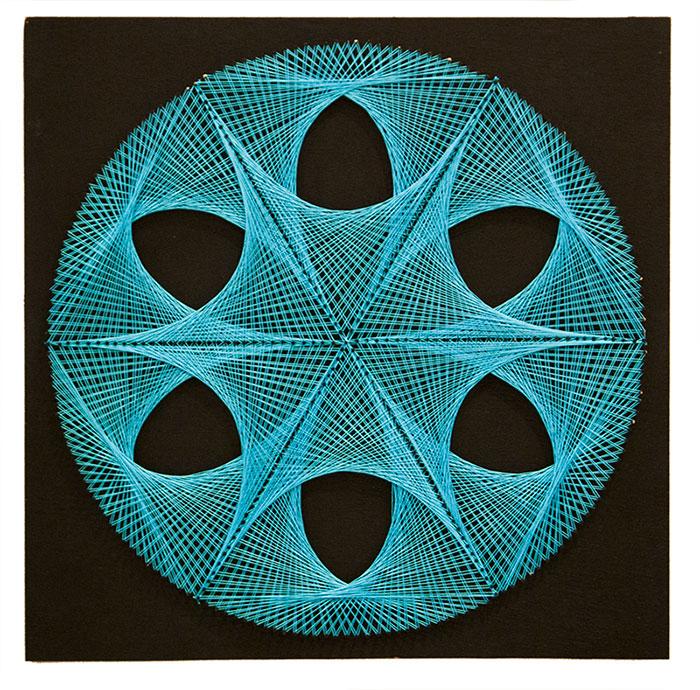 Χειροποίητος πίνακας με κλωστές με γεωμετρικά Fractals